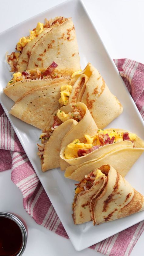 All your breakfast faves, hugged tightly in a pocket perfect for dipping.