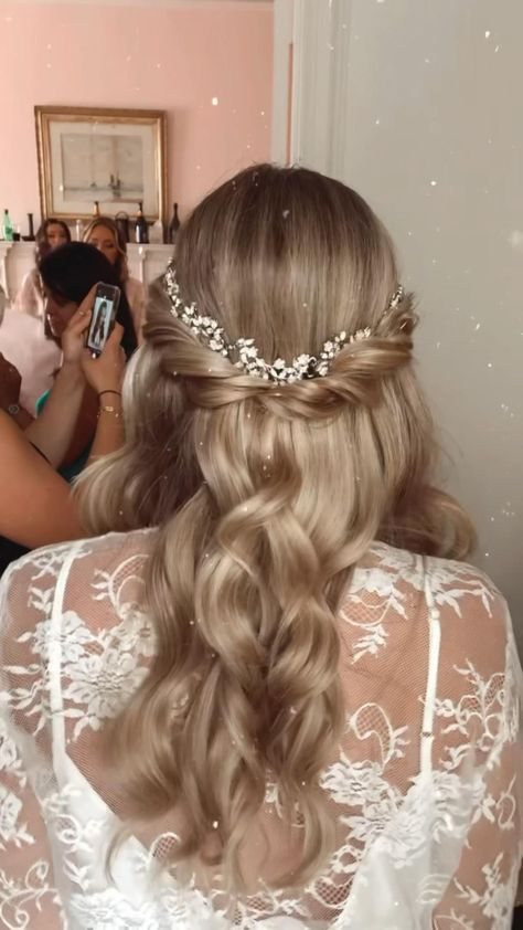 A soft and romantic half and half by @hairbyamanda.f