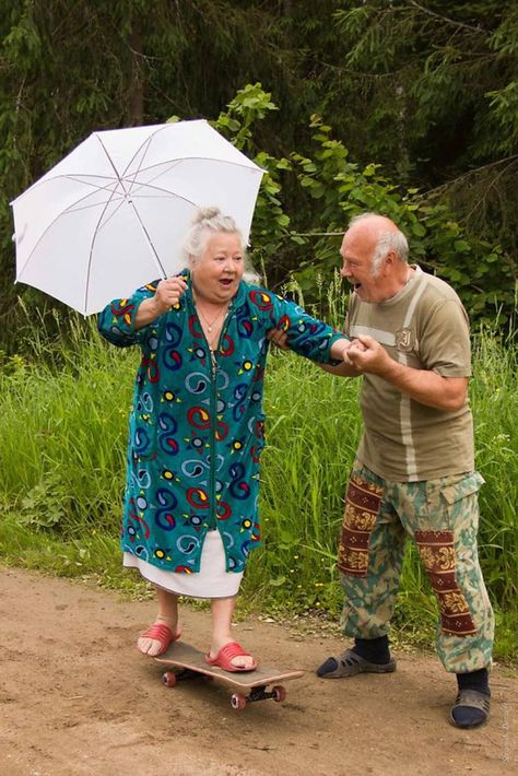 ❤️ Old couples having fun - too cute!