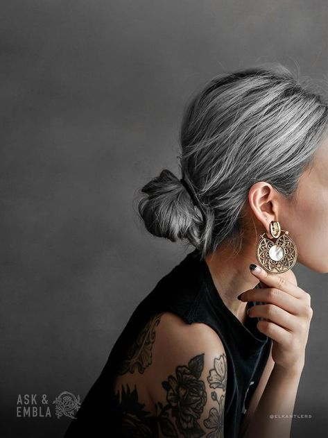 Kiva Earrings on Diana Susen off when you join our mailing list - Haarstyling Frisuren - Hair Colors Long White Hair, Silver Grey Hair, Silver Hair Styles, Short Gray Hair, Natural White Hair, Grey Hair Over 50, Black And Grey Hair, Shampoo For Gray Hair, Grey Hair Inspiration