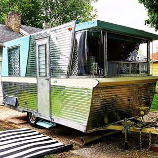 1960 Holiday House Vintagecampertrailersmagazine Campingworld Koacamping Lynxlevelers Less Vintage Campers Trailers Vintage Travel Trailers Vintage Camper