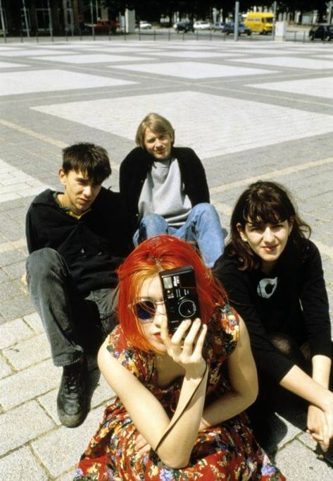 Image about grunge in 90's by animanera on We Heart It Look Fashion, 90s Fashion, Mode Queer, Pretty People, Beautiful People, Outfits Winter, Inspiration Mode, My Vibe, How To Pose