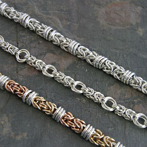 Chainmaille byzantine variations with rings orbiting conections or flower rings. Kind of tribal looking. Jump Ring Jewelry, Metal Jewelry, Beaded Jewelry, Handmade Jewelry, Jewlery, Women's Jewelry, Bijoux Wire Wrap, Bijoux Diy, Jewelry Making Classes