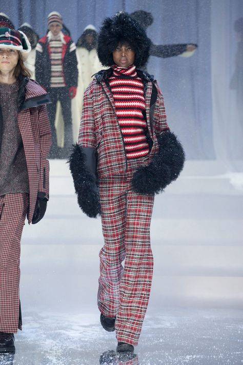 See the complete Moncler Grenoble Fall 2017 Ready-to-Wear collection.