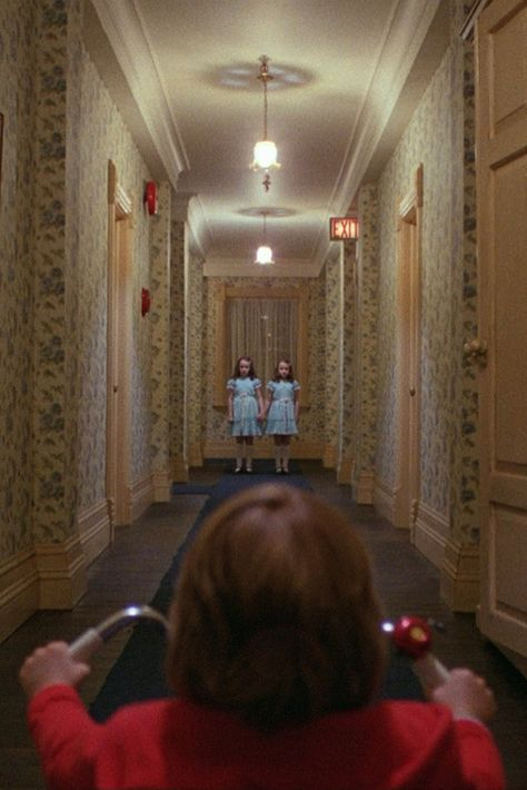 Stanley Kubric - His precedent work as photographer influenced his movies like in this frame of The Shining. Best Horror Movies, Iconic Movies, Scary Movies, Horror Films, Terror Movies, Classic Horror Movies, Stanley Kubrick Exhibition, Stanley Kubrick Photography, Stanley Kubrick The Shining