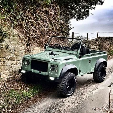Land Rover Defender, Defender 90, Land Rovers, Bmw I8, Toyota Prius, Toyota Tacoma, Car Goals, Expedition Vehicle, Ford Bronco