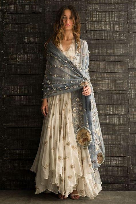 This is Indian fashion, but I like the boho look of it Look Fashion, Indian Fashion, Fashion Outfits, Fashion Design, Indian Inspired Fashion, High Fashion Dresses, Nature Inspired, Boho Outfits, Trendy Fashion