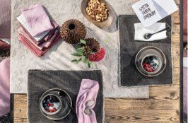 Die Kollektion Used Look Ausgezeichnet Mit Dem German Design Award 2019 Fur Couch Table Von Pichler Umfasst Tischtextilien Textilien Kuchenartikel Leinen
