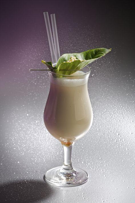 "Receta de ""la palidez que nos hizo soñar"":    Vodka de vainilla... 6 cl.Horchata... 12 cl.sirope  de chocolate blanco... 2 cl."