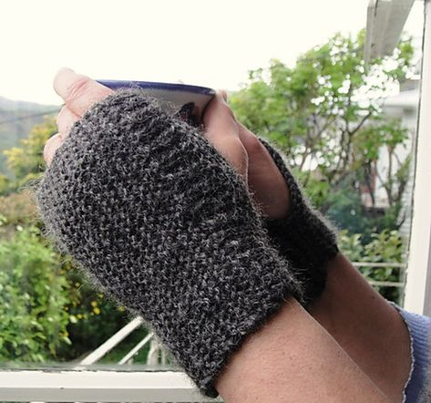 Ravelry: Easiest wrist warmer gloves pattern by Wei S. Leong