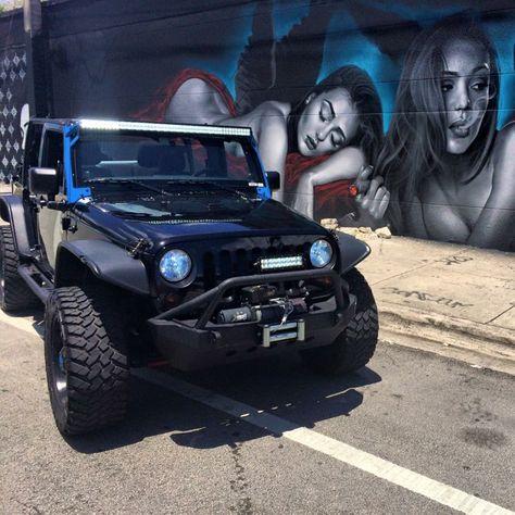 location Jeep Wrangler Custom Miami. Vous ne passerez pas inaperçu avec ce look de prédateur. Ce véhicule est impressionnant. Véhicule idéal pour balade, visite et Miami Beach.