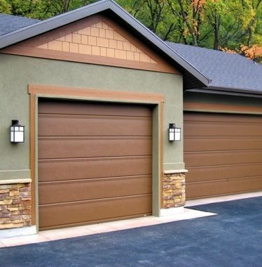 The Garage Door Can Play A Major Role In Your Home S Overall Curb Appeal Learn More About The Types Styles Garage Door Styles Garage Doors Best Garage Doors
