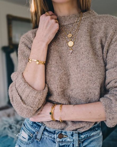 Ann Kirby picks the Missoma Initial necklace as one of her favorites from D. -Jess Ann Kirby picks the Missoma Initial necklace as one of her favorites from D. Sweater Outfits, Casual Outfits, Cute Outfits, Fashion Outfits, Womens Fashion, Fashion Trends, Fashion Lookbook, 80s Fashion, Jean Outfits