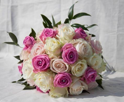 Bouquet Sposa Lilla E Bianco.Bouquet Da Sposa Rotondo Sulle Sfumature Del Rosa Panna E Lilla
