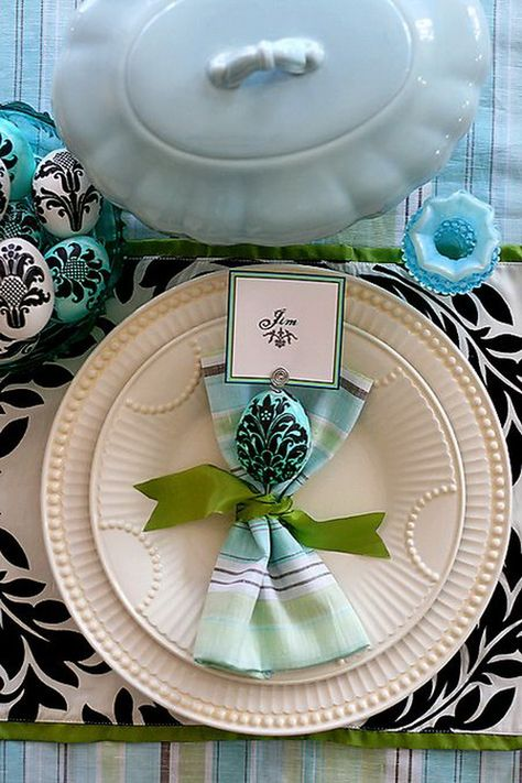 This article we share with you beautiful table napkins. On special occasions we decorate our table.