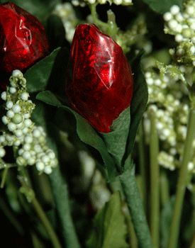 Rosebuds Made From Hershey Kisses See More Kiss Wedding Favors And Party Ideas At
