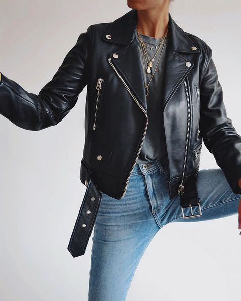 Fall outfit leather jacket jeans grey shirt gold necklace biker jacket 122 perfect fall outfits for college page 23 decor homydepot com Outfit Jeans, Outfit Leather Jacket, Jean Jacket Outfits, Jeans Outfit Summer, Jacket Jeans, Moto Jacket, Biker Jackets, Vintage Leather Jacket, Leather Jeans