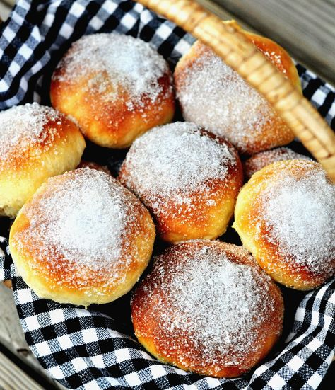 sockerbullar (swedish sweet buns filled with custard)