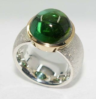 The goldsmith Atelier Bergschmuck manufactures individual and special rings on customer request.