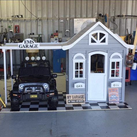 The most amazing Kmart cubby house hacks and makeovers you'll find! Oh So busy mum has rounded up the best ones online and featured them here for you. Kids Cubby Houses, Kids Cubbies, Play Houses, Backyard Playhouse, Build A Playhouse, Backyard Playground, Boys Playhouse, Painted Playhouse, Playhouse Ideas