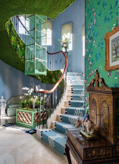Kips Bay decorator show house in Palm Beach 2019 Looking for some maximalist inspiration? Peek inside the 2019 Kips Bay Decorator Show House in Palm Beach, here. It's chock full of all the pattern and color inspo you'll ever need. Palm Beach, New Swedish Design, Veranda Magazine, Garden Pavilion, Decoration Inspiration, Bathroom Inspiration, Decor Ideas, Staircase Design, Spiral Staircase