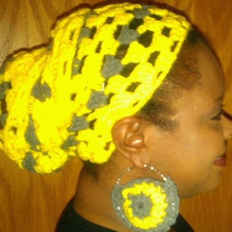Yellow/ grey headwrap with matching crochet earrings. This set can be made with the colors of your choice.