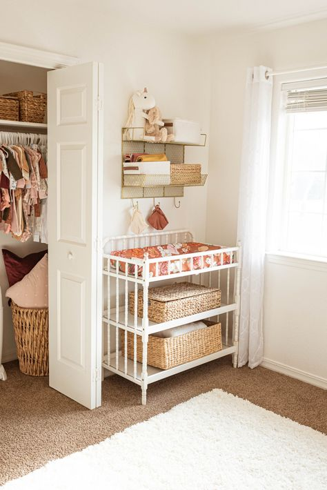 Corey from Hudson Farmhouse here! This neutral toned nursery is to die for. They are the perfect mix of floral, boho, and farmhouse nursery ideas. You can have something totally unique and modern and Farmhouse Nursery Decor, Diy Nursery Decor, Rustic Nursery, Baby Decor, Boho Nursery, Diy Nursery Furniture, Cottage Nursery, Budget Nursery, Nursery Storage
