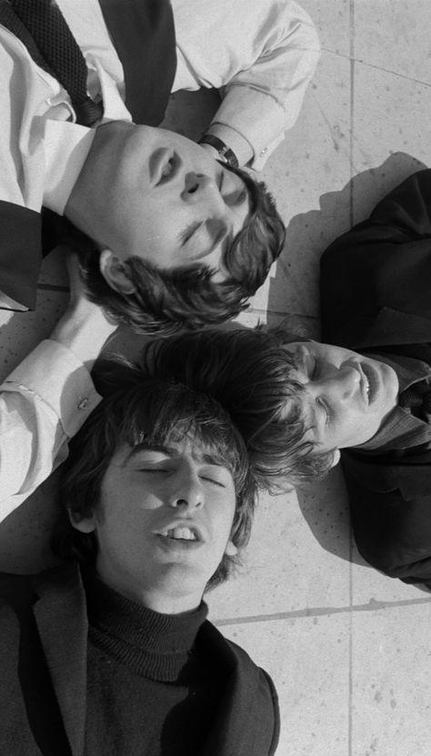 1964 - Paul McCartney, George Harrison and Ringo Starr in A Hard Day's Night film. John Lennon, Beatles Love, Beatles Photos, Beatles Art, George Harrison, Liverpool, Music Rock, The Fab Four, Ringo Starr