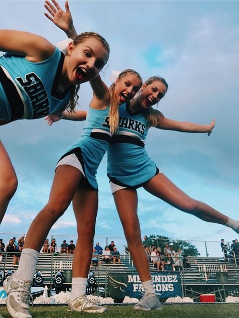 Cheer Picture Poses, Cheer Poses, High School Cheerleading, Cheerleading Pictures, Cheer Outfits, Cheerleading Outfits, Cheer Stunts, Cheer Dance, Cheer Team Pictures