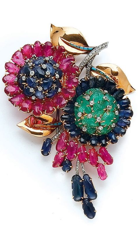 AN EMERALD, SAPPHIRE, RUBY, TURQUOISE, DIAMOND AND GOLD BROOCH