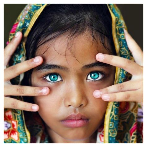 31 People With the Most Striking Eyes in the World