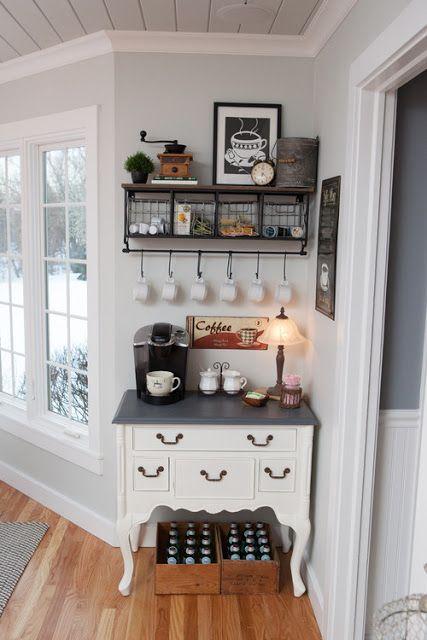 ركن قهوة في الصالة باستخدام طاولة فرنسية Small Kitchen Decor Home Coffee Stations Country Kitchen Decor