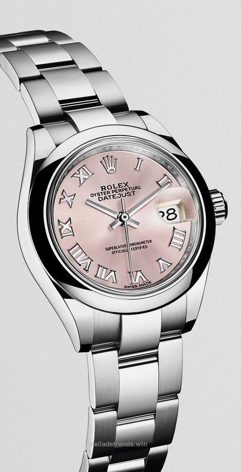 A Rolex Lady-Datejust 28 in steel: the latest version of Rolex's classic watch for women. A Rolex Lady-Datejust 28 in steel: the latest version of Rolex's classic watch for women.