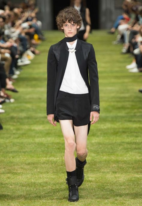 At Dior Homme's SS18 show at Paris Fashion Week Men's, Kris Van Assche takes a more youthful approach to suiting, juxtaposing it all with sportswear.