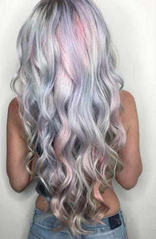 """""""L'holographic Hair"""" : la nouvelle tendance cheveux qui cartonne !#cartonne #cheveux #hair #lholographic #nouvelle #qui #tendance"""