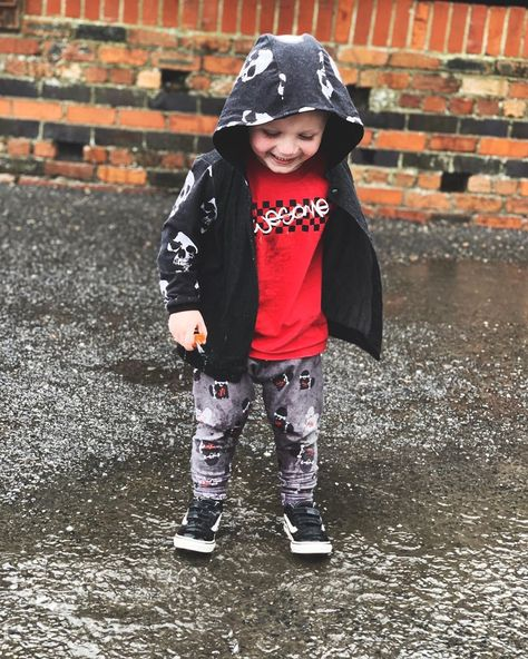 ▪️AWESOME▪️ . .  The only thing this boy loves more than chocolate is water, so this weather is perfect for him! Look how happy he is!! Full outfit from the amazing @justkatyjk - JKLOVE for a discount 🖤 . . . .  #sebastian #icsibaby #brandrep #instashop #shopsmall #supportsmallbusiness #ootdkids #alternative #kidsfashion