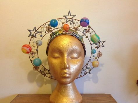 Planet Angel Halo - centre of the universe solar system headdress with lights Planet Angel Halo centre of the universe solar system Crazy Hat Day, Crazy Hats, Rain Cloud Costume, Spirit Day Ideas, Halloween Crafts, Halloween Costumes, Angel Halo, Space Costumes, Mardi Gras Costumes