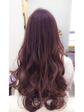 髪の艶と肌艶感もアップ出来るピンクブラウンヘアカラー