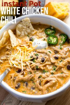 White Chicken Chili Recipe This instant pot white chicken chili is a winner! Even picky eaters can love this soup! Such a flavorful way to use beans, corn and chicken! Chili Instant Pot Recipe, Instant Recipes, Instant Pot Dinner Recipes, Chicken Instant Pot Recipe, Best Dinner Recipes Ever, Delicious Dinner Recipes, Recipe Chicken, Instant Pot Pressure Cooker, Pressure Cooker Recipes