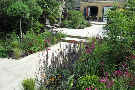 Contemporary Garden Design in London - A project by Josh Ward Garden Design - http://www.joshwardgardendesign.com