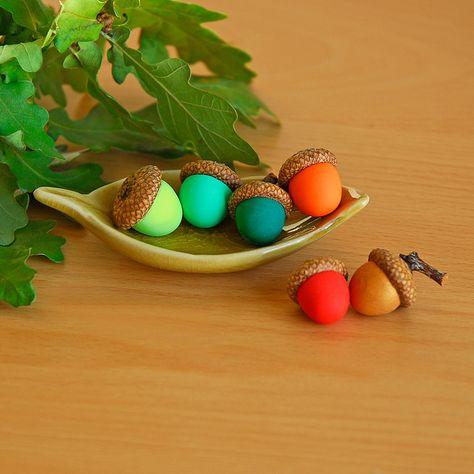 polymer clay acorns on Flickr... http://www.flickr.com/photos/etsyjoojoo/2886982767/