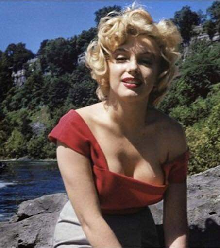 Image result for marilyn monroe sexy cleavage