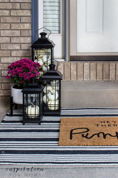 front door porch with fall layered doormats, striped rug, hey there pumpkin doormat, plum mums When decorating for fall, don't forget your front door! Today I'm showing you how to make your home even cozier with gorgeous layered fall doormats. Front Door Porch, Front Door Mats, Front Doors, Front Stoop Decor, Fall Front Porches, Farmhouse Front Porches, Front Porch Design, Porch Lanterns, Lanterns Decor