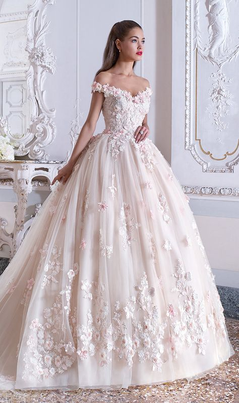 Do not miss these wedding trends for - Farbige Brautkleider / Brautkleider mit Farbe - Wedding dresses Dark Purple Bridesmaid Dresses, Cute Prom Dresses, Pretty Dresses, Bridal Dresses, Beautiful Dresses, Poofy Wedding Dress, Princess Wedding Dresses, Dream Wedding Dresses, Wedding Gowns