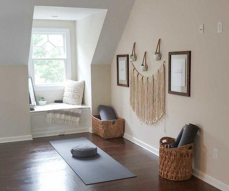 How to Create an At Home Yoga Space — Manduka Mag Yoga Bedroom, Home Yoga Room, Yoga Room Decor, Yoga Studio Home, Meditation Room Decor, Yoga At Home, Yoga Rooms, Yoga Spaces, Yoga Studio Decor