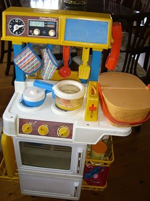 Fisher-Price play kitchen 1987 I remember waking up to this in the living room on Christmas morning:)) 90s Toys, Retro Toys, Vintage Toys, Fisher Price Toys, Vintage Fisher Price, 90s Childhood, My Childhood Memories, Kitchen Tiles Design, Oldies But Goodies