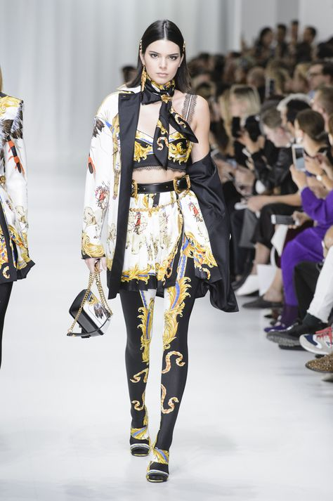Versace Spring 2018 Ready-to-Wear Fashion Show - Kendall Jenner
