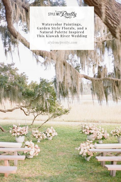 This Kiawah River wedding was inspired by watercolor paintings, garden-style florals, and a natural palette! | Photography: @clayaustin #stylemepretty #southcarolinawedding #kiawahriver #romanticwedding #whimsicalwedding #gardenwedding