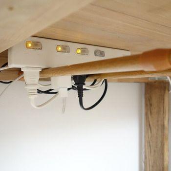 お部屋がスッキリ見違える 配線コードまわり を上手に整える 13 のアイデア キナリノ インテリア 収納 デスクまわり 収納 自宅で