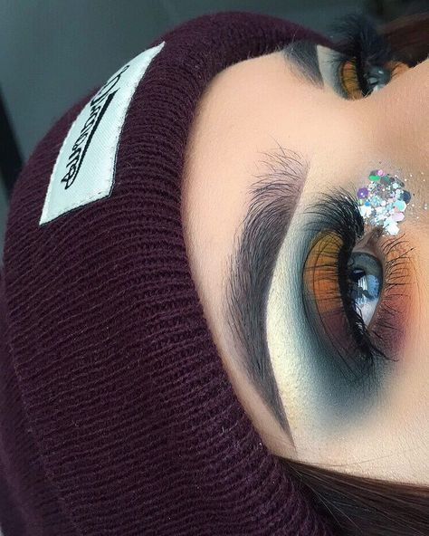 Gorgeous Makeup: Tips and Tricks With Eye Makeup and Eyeshadow – Makeup Design Ideas Exotic Makeup, Colorful Eye Makeup, Blue Eye Makeup, Eye Makeup Tips, Smokey Eye Makeup, Skin Makeup, Eyeshadow Makeup, Makeup Meme, Maybelline Eyeshadow